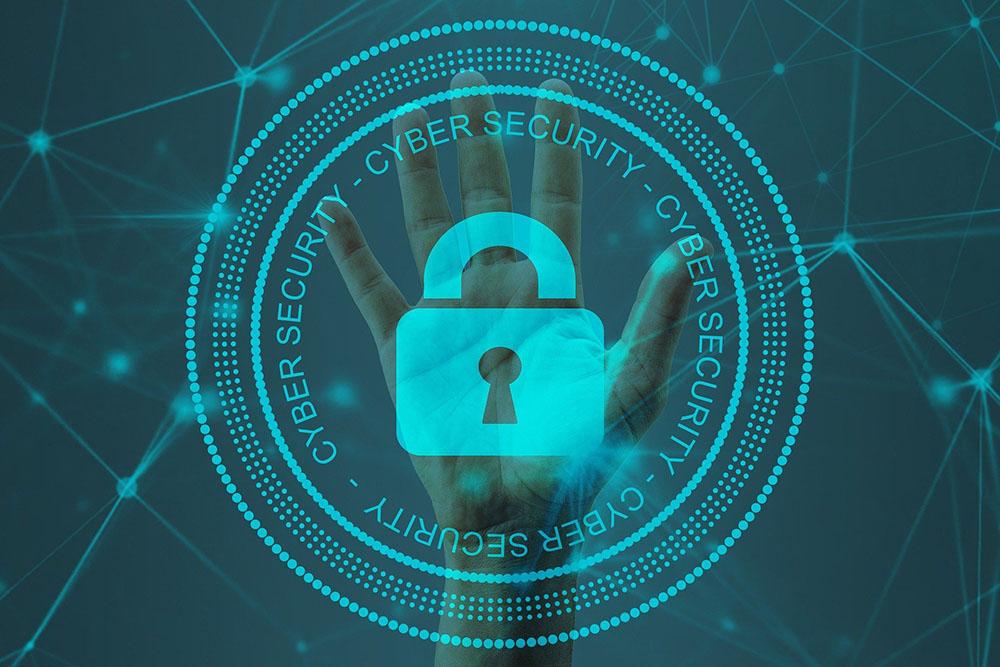 Cyber sécurité cadenas devant une main